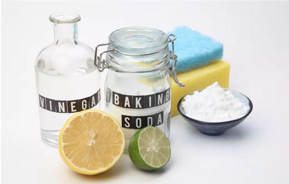 Cách làm trắng răng với baking soda khô