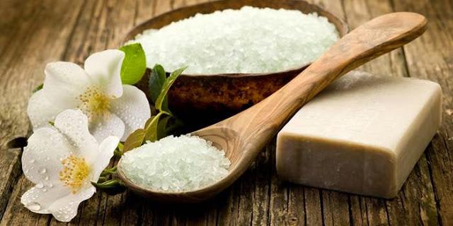 Cách làm trắng răng tại nhà bằng muối với soda
