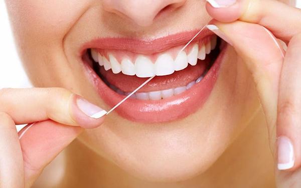 Đánh răng và súc miệng để có được hàm răng đẹp